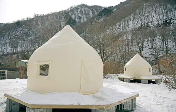 【谷川岳登山口】モグラ駅・土合に泊まろう JR東など3社がグランピング施設